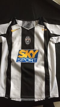 Juventus soccer jersey size 8 youth  Vaughan, L4H 3A5