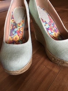 Light Green fabric wedges. Size 7