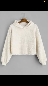 Cropped fluffy hoodie  538 km
