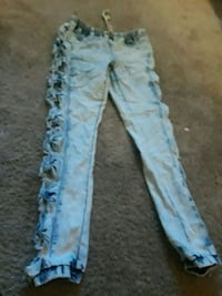 Brand new skinny destress jeggings with bows