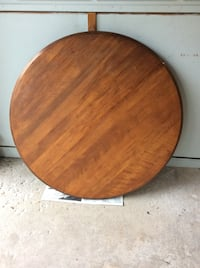 Solid Wooden Round Table St Catharines, L2N 4J6