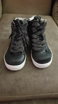 Girls shoes size 8 Crest Hill, 60403