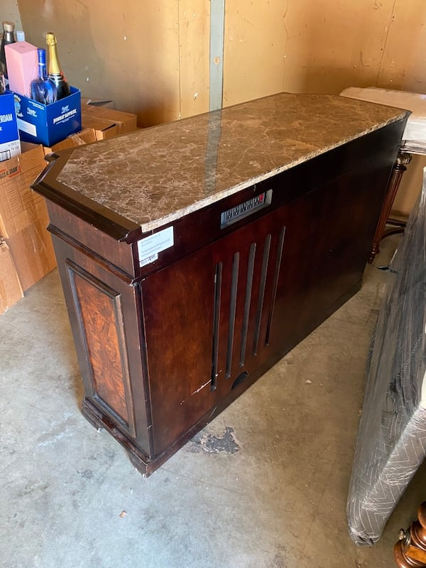 Sideboard Entertainment Center 51c6b65b-2322-452f-ae84-fb32ee7dfdc2
