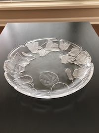 Round glass fruit bowl