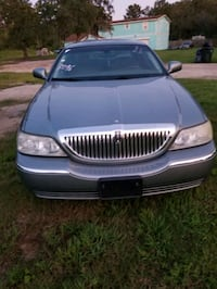 2004 - Lincoln - Town Car Signature  Goose Creek
