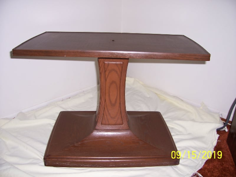 Amazing Table -- Table Top pivots -- Base is on wheels -- Excellent Condition 7228964a-2483-4ee5-af23-e90525a5457e