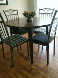 round brown wooden table with four chairs dining set East Peoria, 61611
