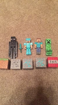 Minecraft toy characters and blocks 897 mi
