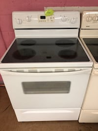 Whirlpool white electric stove  Woodbridge, 22191
