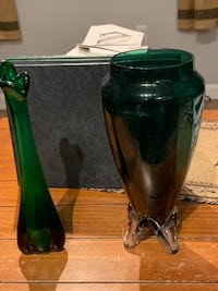 Green glass vase and flower holder Uxbridge, 01569