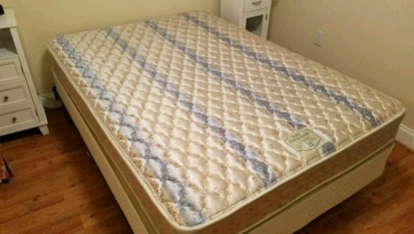 Mattress and box spring bed set a3f4f06a-42bb-4ebb-b08d-8e3f64f206bd