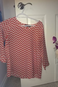 Modern Flowy Top Size SM Worn once Excellent condition