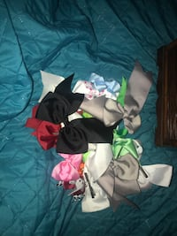 18 assorted bows