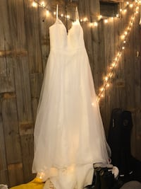 David's bridal wedding dress (includes storage slip and undergarments) only worn once (in April 2018) purchased January 2018 kept in storage slip in air conditioning. Lace detail along top and buttons down the back for decoration (fastens with zipper)  Aiken, 29803