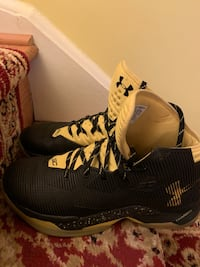 Under Armor Curry 2.5 shoes with insoles included Annandale, 22003