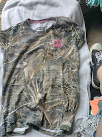 gray and brown real tree camouflage crew-neck shirt Pendleton, 40055
