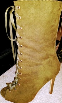 Green medium length boots  Clarksville, 37040