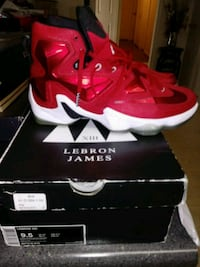 pair of red Nike basketball shoes with box Fredericksburg, 22401