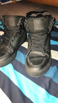 pair high top superas only worn once, size 7
