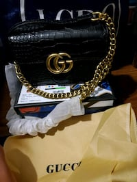 Gucci sling wallet with dustbag  an box Toronto, M9R 0A3