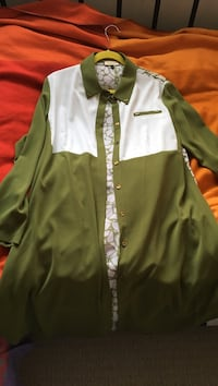 Green and white button-up long-sleeved shirt Ladner, V4K 1X3