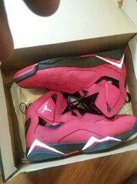 pair of pink-and-white Nike basketball shoes Chattanooga, 37421