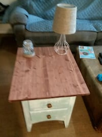 1 end table Jacksonville, 32225