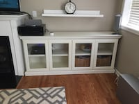 Like new white TV console Chicago, 60613