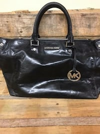 Michael Kors purse in great condition!  Two side pocket areas to hold plenty of items. Burleson, 76028