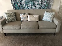 Comfy couch great condition  Washington, 20018