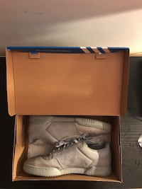 adidas yeezy powerphase St Catharines, L2S 3E4