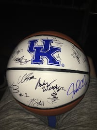 Kentucky basketball signed by the whole 2019-2020 basketball team with free bbm tickets Lexington, 40508
