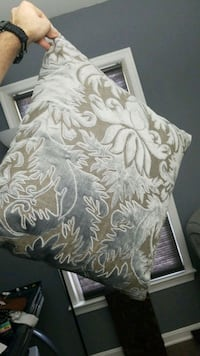 Z Gallerie couch/accent pillow Centreville, 20120