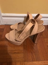 Beige pumps size 38 good condition Montreal