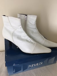 WHITE  ANKLE  BOOT  /NEW