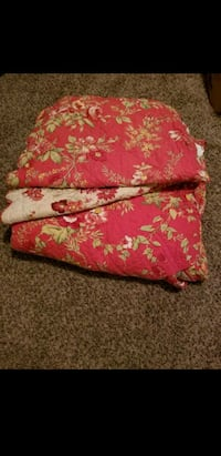 Pottery Barn quilted blanket + 2 Pillow shams Scappoose, 97056