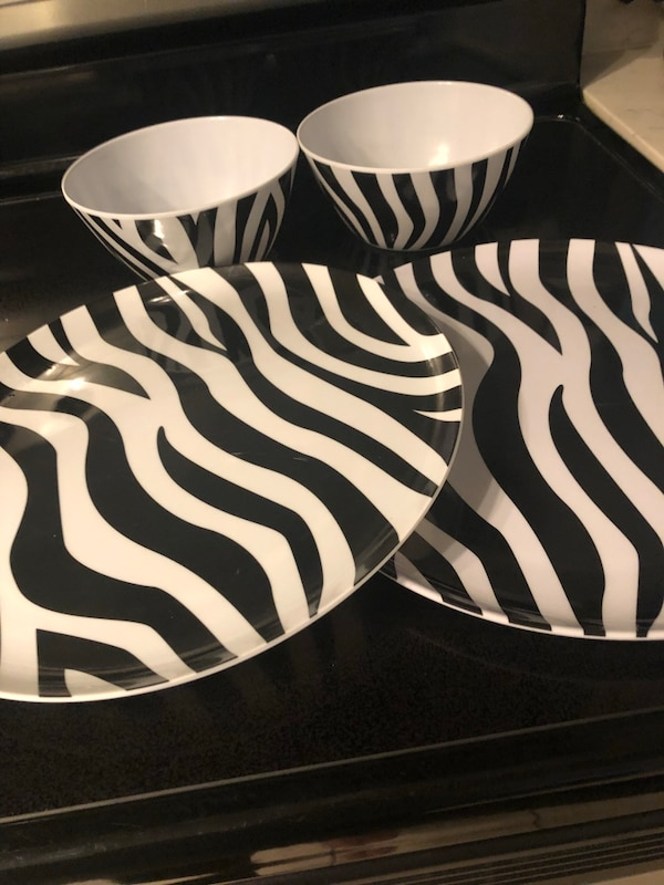 2 plastic bowls and plates