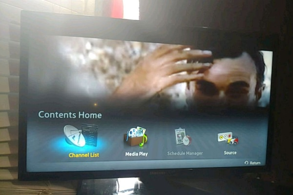 Samsung 38inch smart tv with a 130$ philips smart