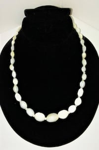 1940'S VINTAGE MOTHER OF PEARL NECKLACE.. Manchester
