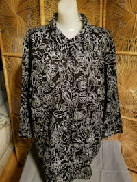 black and white floral long-sleeved shirt Newport News, 23608