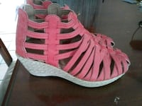 unpaired red and white leather wedge sandal Delhi, 95315