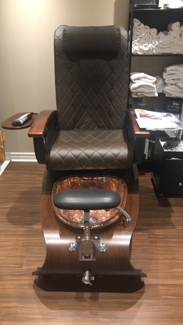 Pedicure spa by Gulf Stream Brown and black leather padded pedicure message chair with glass bowl