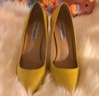 Yellow (Daisie) Suede Pumps Oxon Hill, 20745