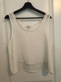 Size L sleeveless flowy crop top babaton never worn  Langley, V3A