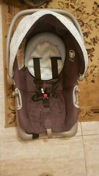 baby's gray and black car seat carrier Brampton