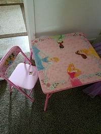 Little girl table 1 chair (has a small rip) Anchorage, 99506