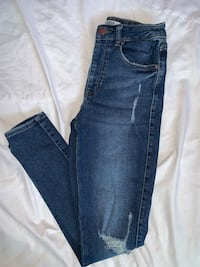 Guess high waisted skinny size 26 Calgary