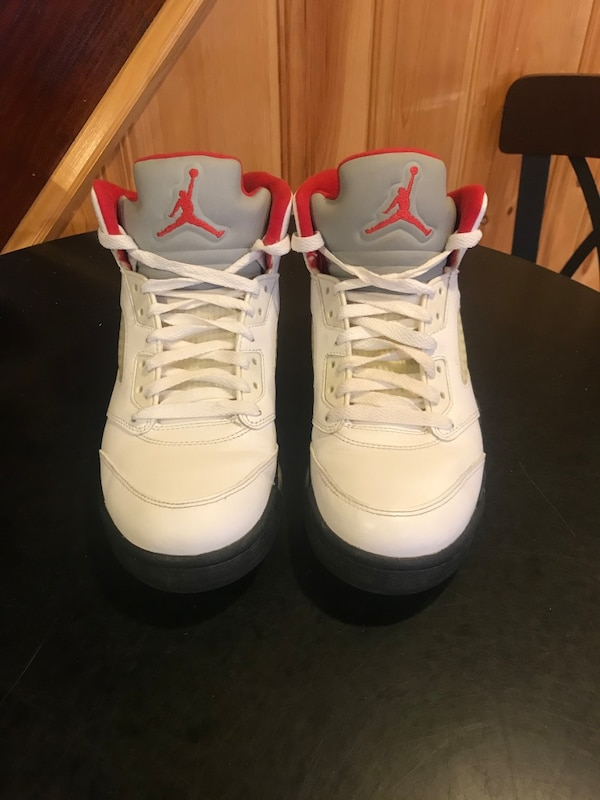 Fire red 5s size 8.5  5f3fbc78-78a5-4eb6-a232-7bee9d951083