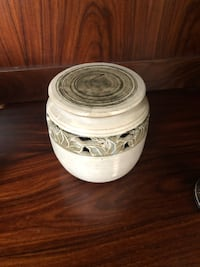 Vase with lid. Can be used with candle or potpourri  Hagerstown, 21742