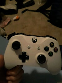 white and black Xbox One controller Chandler, 85224